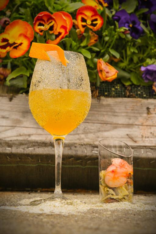 """Cuatro ejemplos de gin tonics con la """"ensalada"""" aparte"""