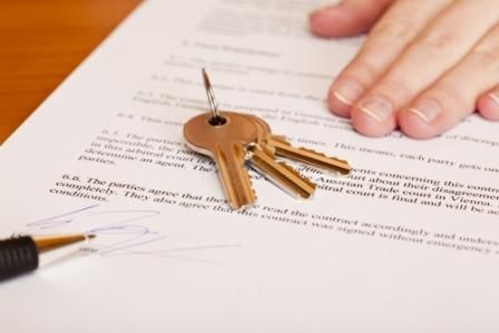 Qué documentos tiene que facilitar la parte vendedora a la compradora en una compraventa