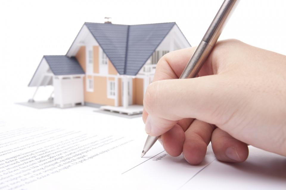 ¿Es obligatorio registrar la compra o venta de una vivienda?