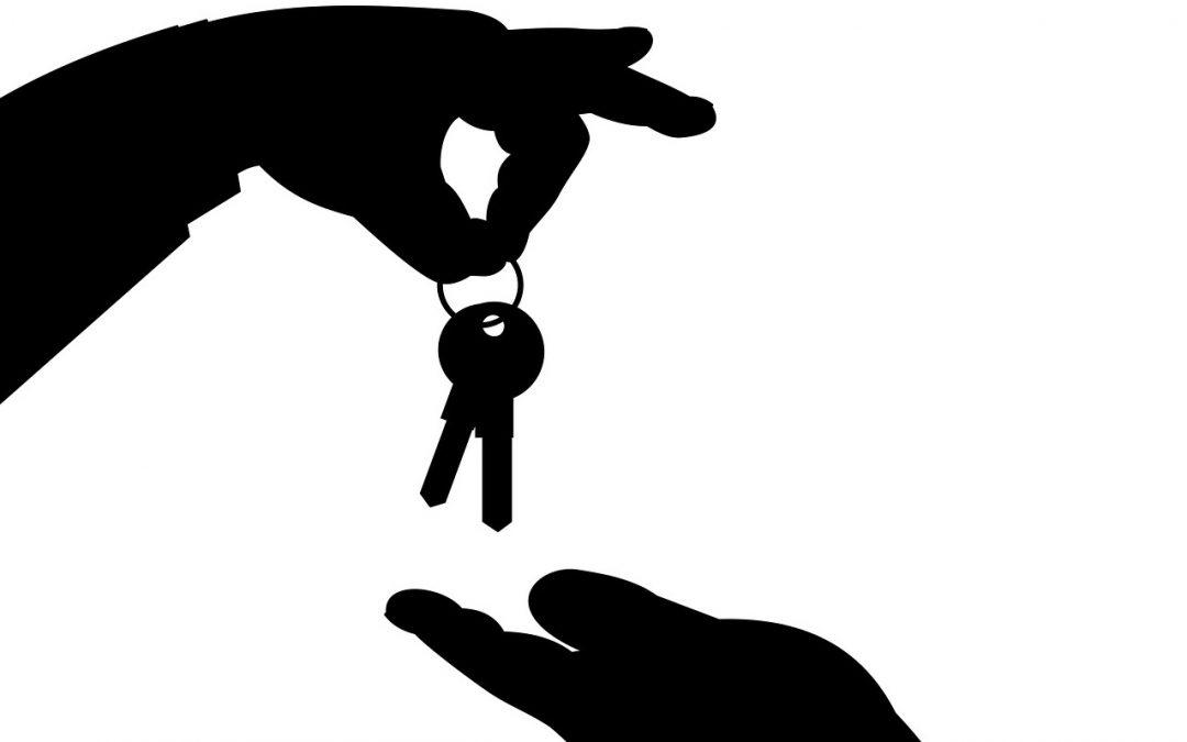 ¿Qué debo revisar cuando un inquilino deja una casa de alquiler?