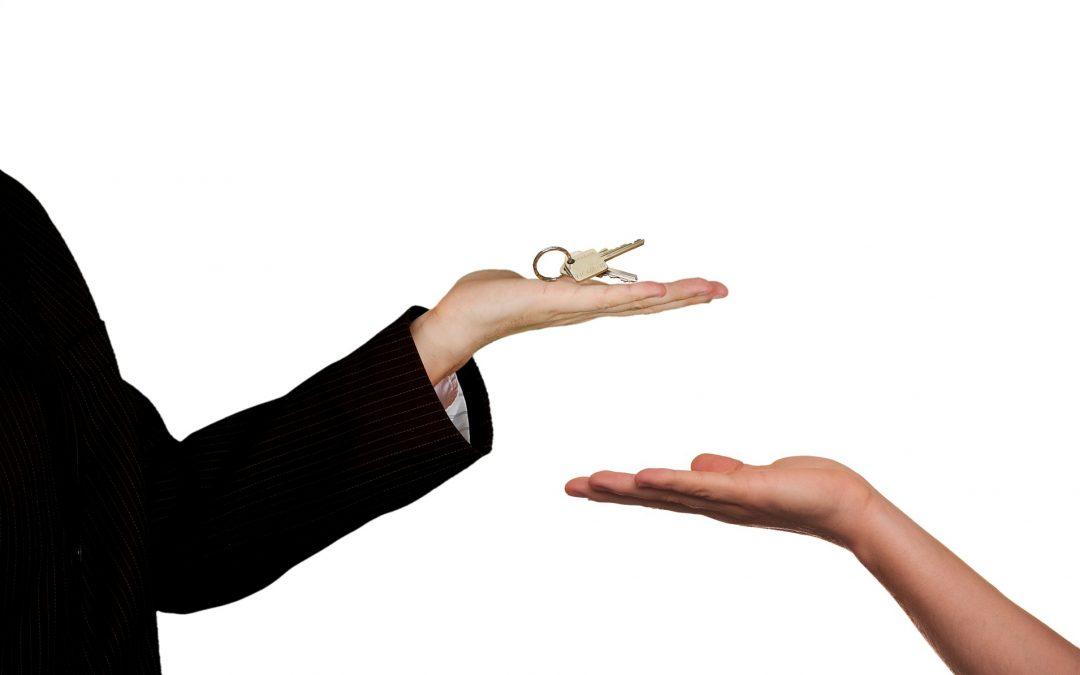 ¿Es legal la renuncia al derecho de adquisición preferente en el alquiler?